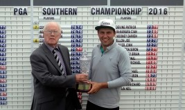 PGA Southern branch secretary Wesley Pappin (l) with Neil O'Briain